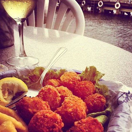 Claudio's Restaurant: Delicious fried scallops cooked just right!