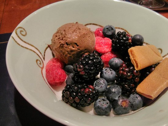 Cheskin House: Homemade chocolate and lavender ice cream with fresh berries.