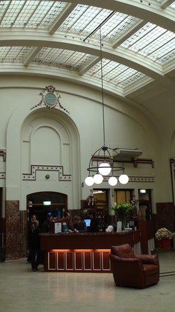 Rho Hotel: Hotel Lobby