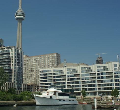 Making Waves Boatel: Boatel in Toronto