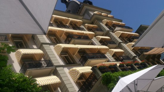 La Terrasse: Victoria Terrasse - vielfach fotografierte Frontfassade