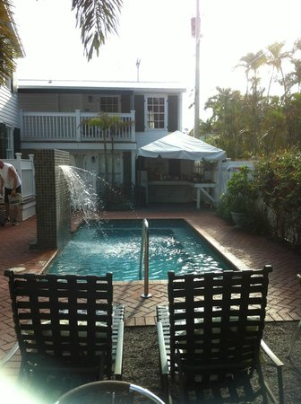 Albury Court Hotel in Key West: Small cooling pool and breakfast area.