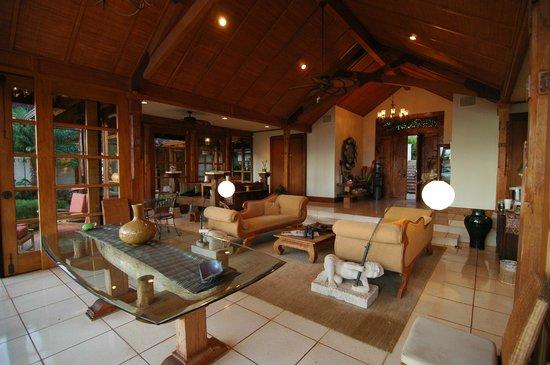 Ho'oilo House: Breakfast area and family room