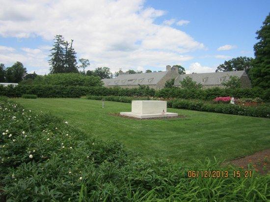 Fdr 39 S Burial Site In Rose Garden Picture Of Franklin Delano Roosevelt Home Hyde Park
