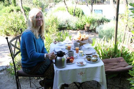 Mas de la Beaume : Breakfast on our terrace