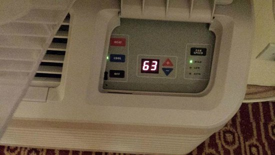 TownePlace Suites Dallas Bedford: A/C - you need this in Texas!