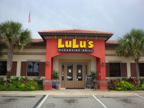 Lulu's Oceanside Grill: Picture of the front entrance