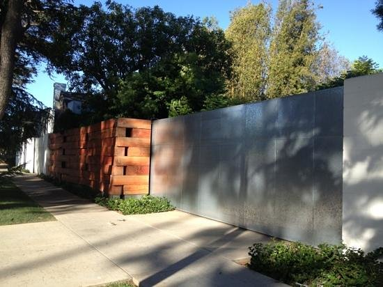 Gehry House : Add a caption