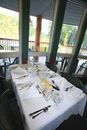 Sunwapta Falls Restaurant : Evening Dining with Views out the window