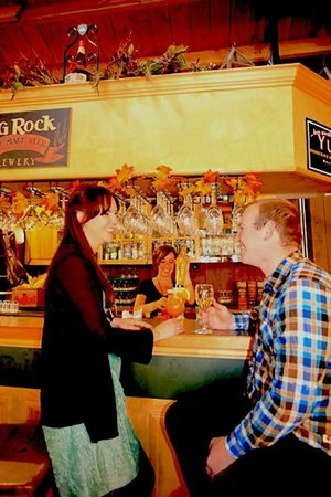 Sunwapta Falls Restaurant : Theres a small bar for pre-dinner or post-dinner drinks