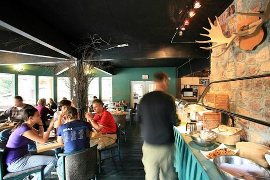 Sunwapta Falls Restaurant : The breakfast area in the morning is for guests only