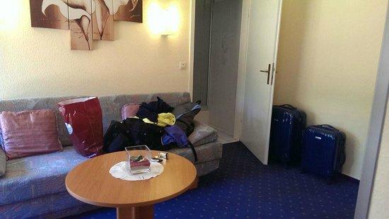 Hotel Restaurant Zum Werdersee: 有沙發的小客廳