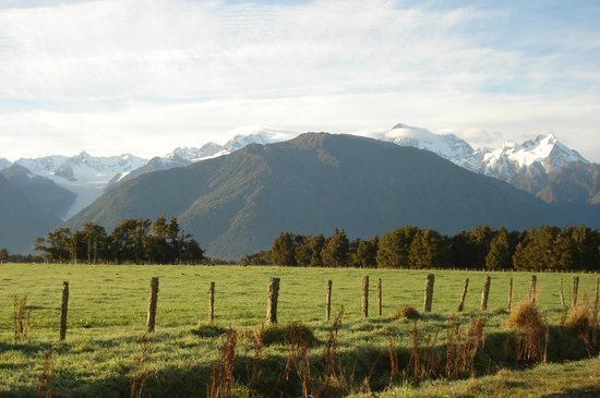 Fox Glacier TOP 10 Holiday Park: Lookout just 10km up the road
