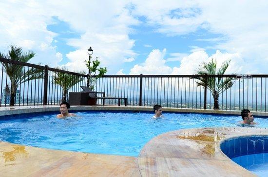 Pool Of Parque Espana Picture Of Parque Espana Residence Hotel Muntinlupa Tripadvisor