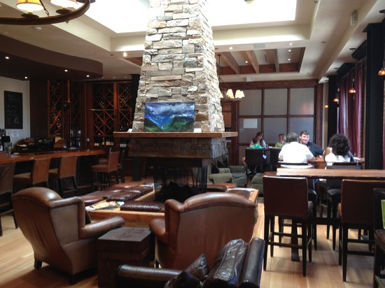 Coldwater Creek Wine Bar : Dining in luxury
