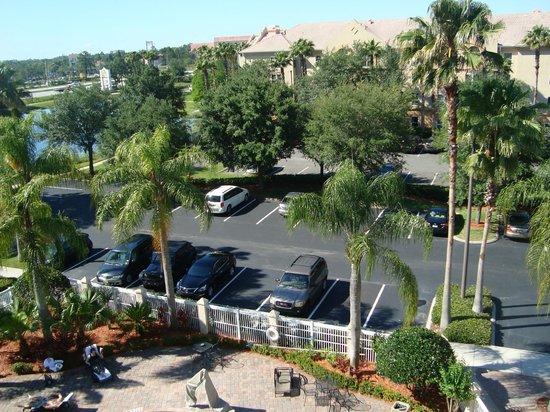 Hampton Inn Orlando/Lake Buena Vista: Estacionamento amplo