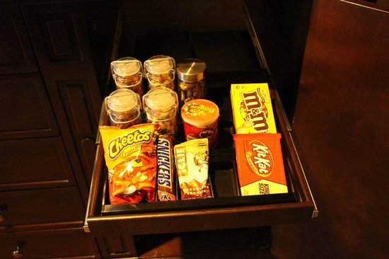 mini bar food picture of omni scottsdale resort spa at montelucia paradise valley tripadvisor. Black Bedroom Furniture Sets. Home Design Ideas