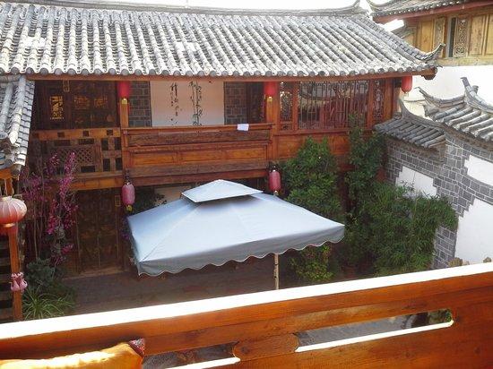 Qiwei Shenghuo Yard Gucheng Branch Inn : guesthouse courtyard (view from room window)