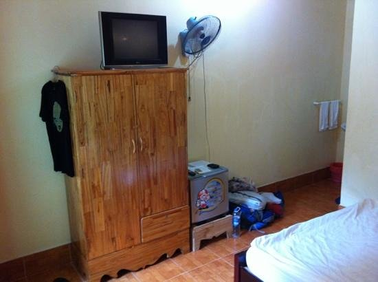 Cocosand Hotel: TV, fridge, fan and aircon!