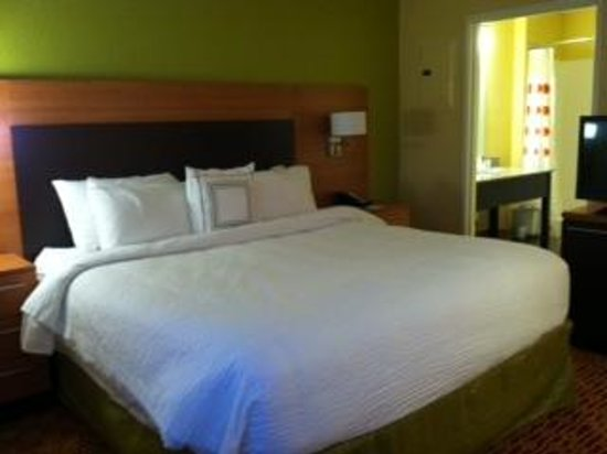 TownePlace Suites by Marriott Saginaw : King bed