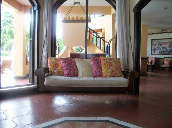 Sandals Negril Beach Resort & Spa: Nice open air lobby