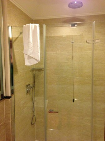 UNA Hotel Roma: Bathroom
