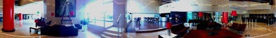 هيلتون جوادالاخارا: Vista panorámica del hall.