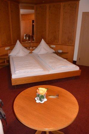 Hotel zum weyßen Rößle: Our room