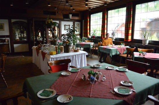 Hotel zum Weyssen Roessle: Breakfast room