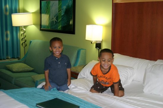 Holiday Inn & Suites North Beach: check-in night went well.
