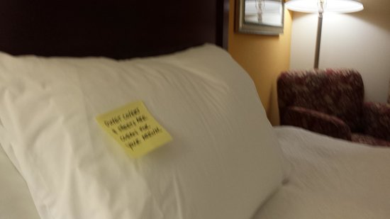 Hampton Inn Fort Stockton: note on bed, nice touch