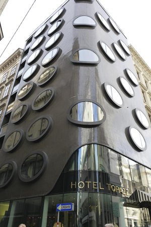 هوتل توباز: Hotel Topazz