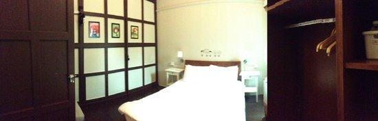 Mango Tree Place - Townhouse 1934: The middle room
