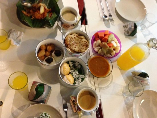 Mango Tree Place - Townhouse 1934: Breakfast for 4!