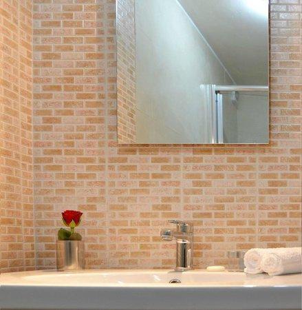 B&B Gioielli di Cornelia: bagno con doccia