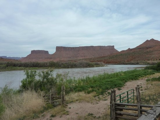 Red Cliffs Lodge: view from balcony of romm looking at, the Colorado River