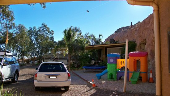 Desert View Apartments: car park, pool and playground