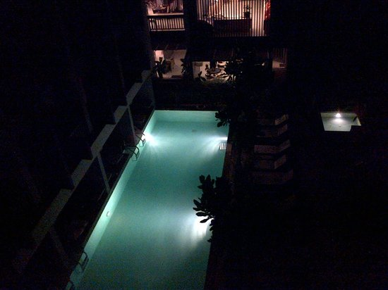 Aree Tara Resort: View from hotel room balcony (night)