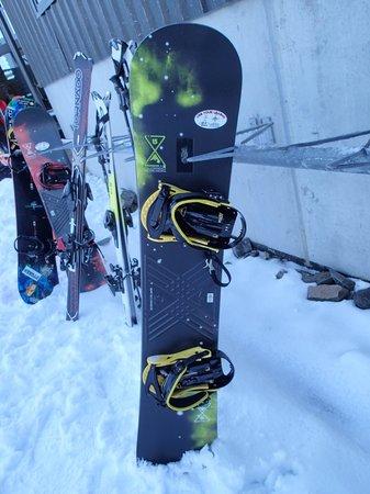 Mt Hutt Ski Area: The board I hired on mountain