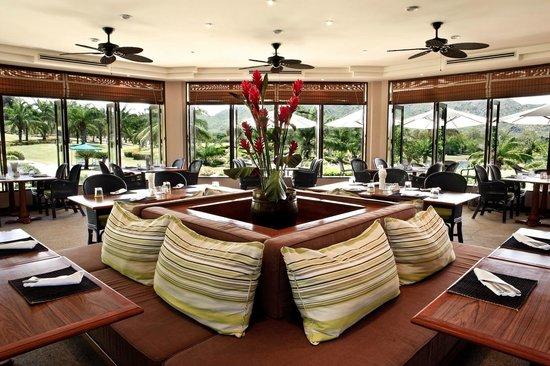 Palm Crescent Hua Hin Resort: Club House Restaurant