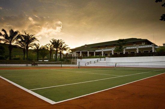 Palm Crescent Hua Hin Resort: Tennis court