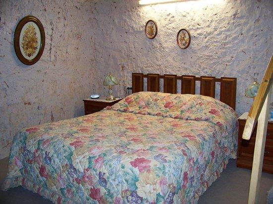 Faye's Underground Home: Downstairs Bedroom