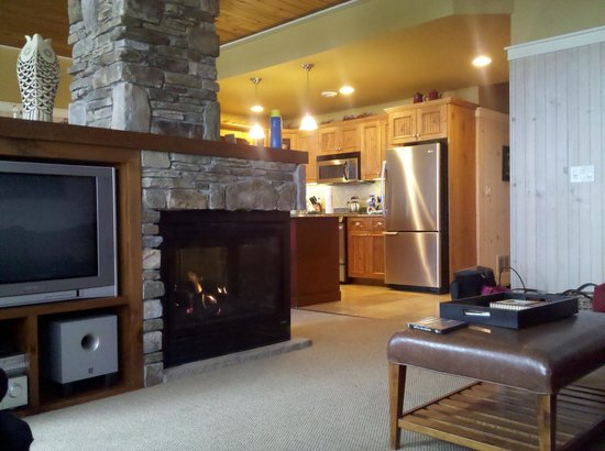 Larsmont Cottages on Lake Superior: View from living room to the kitchen
