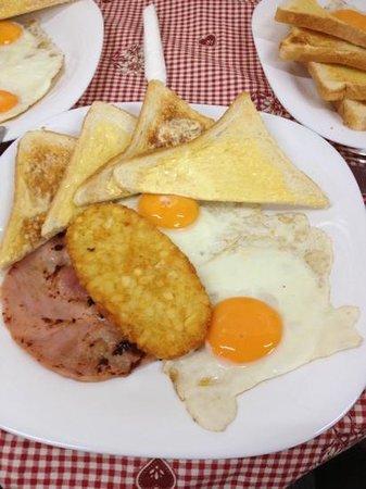 Le Café de Paris: breakfast