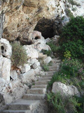 Montgo Natural Park: Entrada a la cueva del aqua