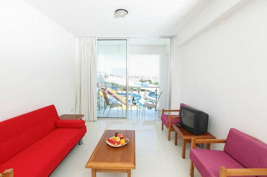 Anastasia Hotel Apartments: Apartment Living Room