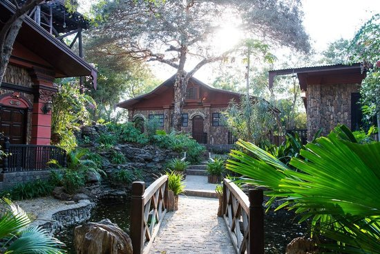 Bagan Central Hotel : Gardens on the property