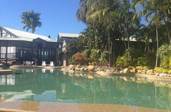 Mercure Townsville: Poolside.