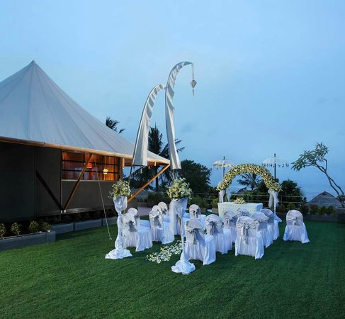 Bali Dynasty Resort Hotel: Wedding Ceremony at Tent Villa