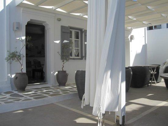 Lilly Residence-Boutique Suites Hotel: terrasse petit déjeuner